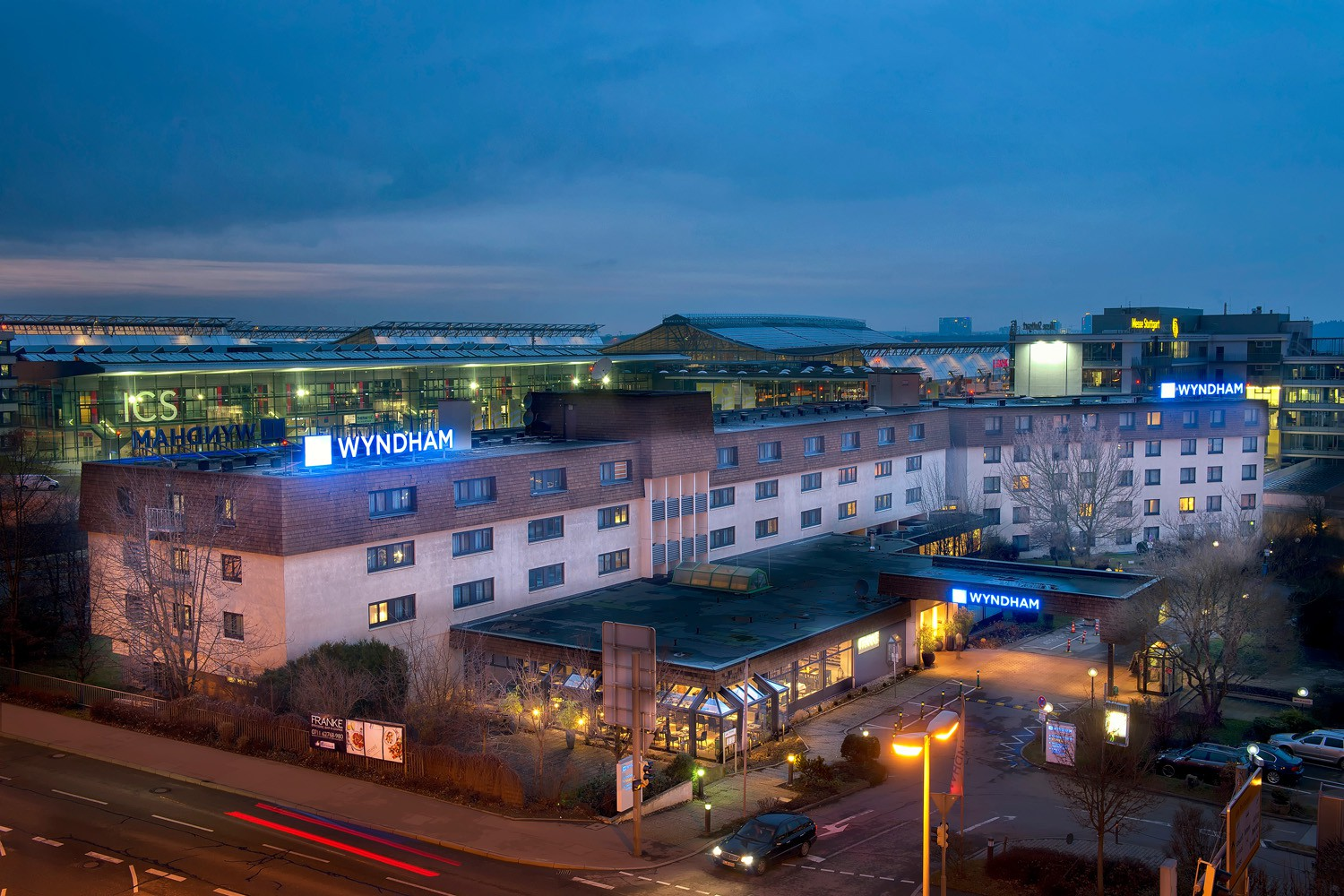 3 tage im 4 wyndham stuttgart airport messe hotel 2 for Hotels by mercedes benz superdome
